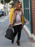 http://img221.imagevenue.com/loc1008/th_897891139_Hilary_Duff_At_a_Doctors_Clinic26_122_1008lo.jpg