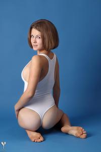 http://img221.imagevenue.com/loc1105/th_365043115_tduid300163_silver_angels_Sandrinya_I_whiteswimwear_1_054_122_1105lo.jpg