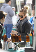 http://img221.imagevenue.com/loc893/th_000115825_Hilary_Duff_Farmers_market1_122_893lo.jpg