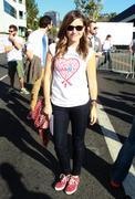 http://img221.imagevenue.com/loc915/th_041112996_Sophia_Bush_28th_Annual_AIDS_Walk6_122_915lo.jpg