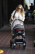 http://img221.imagevenue.com/loc933/th_900287130_Hilary_Duff_At_Mommy_And_Me_Burbank3_122_933lo.jpg