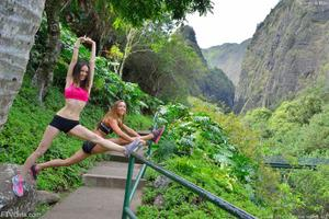 http://img221.imagevenue.com/loc952/th_558258224_Mary_and_Aubrey_Hawaii_II_Hiking_Lao_Valley_12_123_952lo.jpg