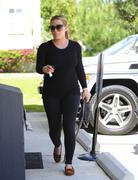 http://img221.imagevenue.com/loc989/th_793777330_Hilary_Duff_heads_to_Pilates_class7_122_989lo.jpg